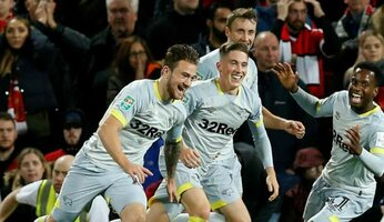 Man Utd 2 Derby County 2 : l'équipe de Championship se qualifie à Old Trafford