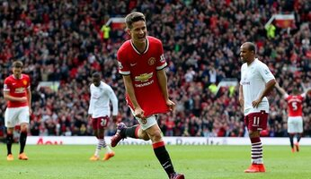 Report : United 3 Aston Villa 1