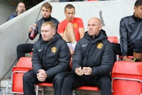 Nicky accueille Scholes