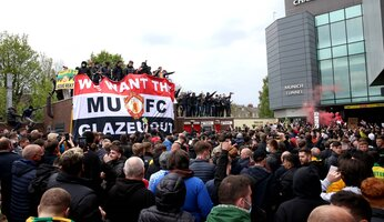 Incidents d'Old Trafford : le club condamne, les supporters s'expriment