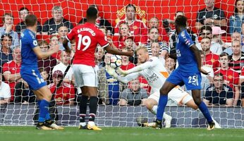 Report : United 2 Leicester 0