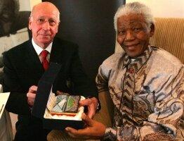 Hommage des Red Devils à Mandela