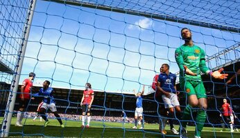 Report : Everton 3 United 0