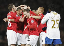 Report : United 2 Pompey 0